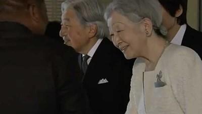 Thiên Hoàng, Thiên Hậu có buổi trò chuyện thân mật cùng tổng thống Mô dăm bích và phu nhân